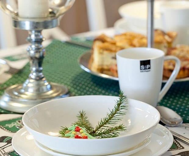 Serwisy obiadowe, nakrycia stołu, naczynia kuchenne