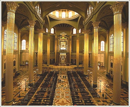 Wnętrza Bazyliki Matki Boskiej Bolesnej Królowej Polski w Licheniu