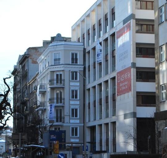 MAKABRYŁA: Apartamentowiec przy ul Pięknej w Warszawie
