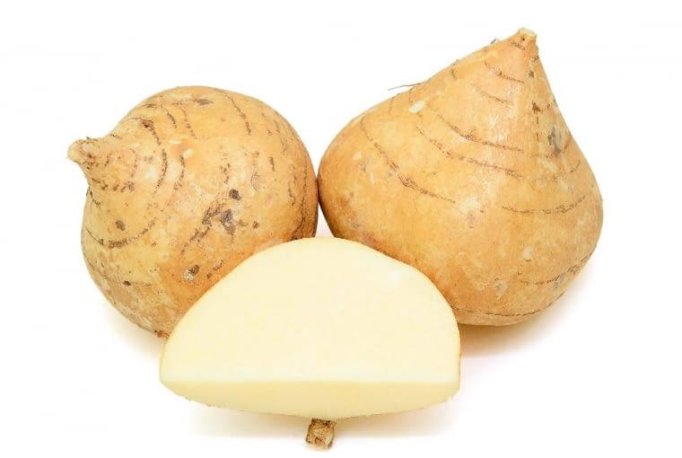 Brukiew (Brassica napus var. napobrassica) to forma kapusty rzepak. Odmianą o smacznych zgrubieniach (o średnicy 7-10 cm) jest 'Nadmorska', która ma żółtą skórkę (nad ziemią staje się zielona lub fioletowa) i żółtawy miąższ. Można ją długo przechowywać. Natomiast prawie kilogramowe brukwie przeznaczane są na paszę.