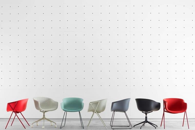 Krzesla Bai, proj. Andre Lizaso, należą do kolekcji lekkich, kolorowych siedzisk firmy Ondaretta.