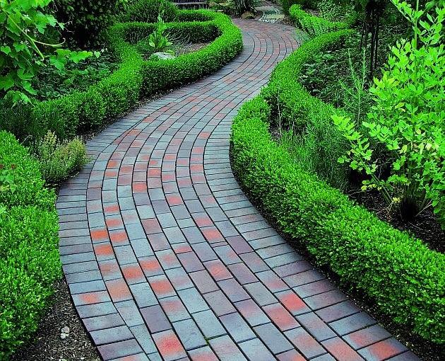 ścieżki w ogrodzie, nawierzchnia w ogrodzie, cegła klinkierowa, klinkier
