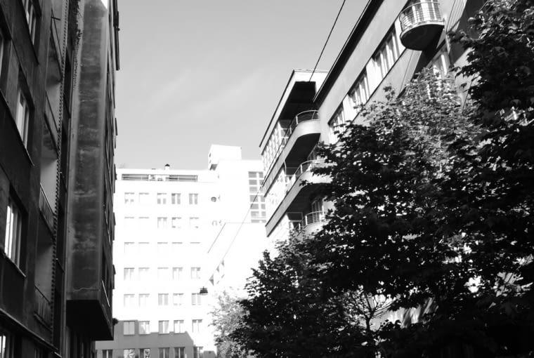 Pracownia KWK Promes znajduje się w modernistycznej, przedwojennej kamienicy w Katowicach.