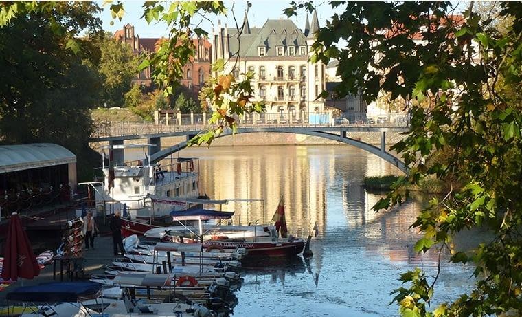 Nabrzeże Odry to najpiękniejsza część Wrocławia. Centrum tego miasta nigdy nie odwróciło się od wody i jest pod tym względem dla innych polskich metropolii niedoścignionym wzorem. fot. citypolska.com