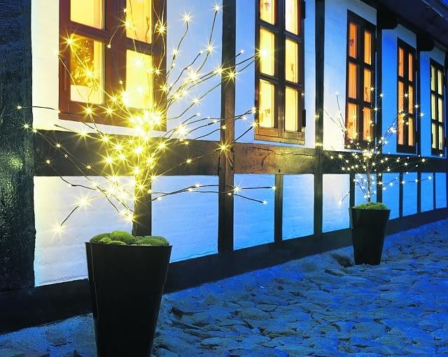 Odświętne oświetlenie ogrodu.
