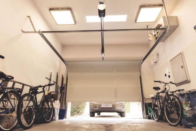 garaż, rowery, meble ogrodowe