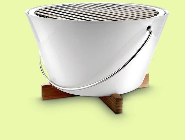 GRILLE WĘGLOWE. Grill stołowy, obudowa z żaroodpornej porcelany, ruszt ze stali nierdzewnej, śr. 26 cm, 968 zł, Eva Solo/rossi.pl