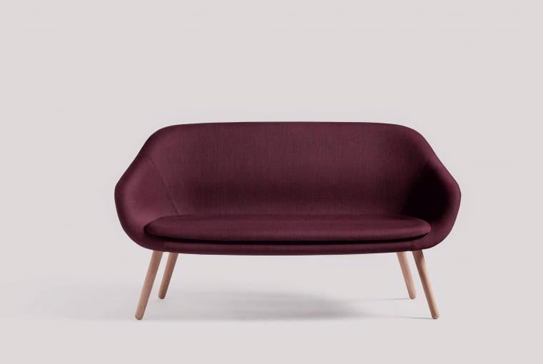KANAPA 'unosząca się' w powietrzu, inspirowana wzornictwem tamtych lat - About A Lounge Sofa for Comwell marki Hay, na zamówienie, Designzoo