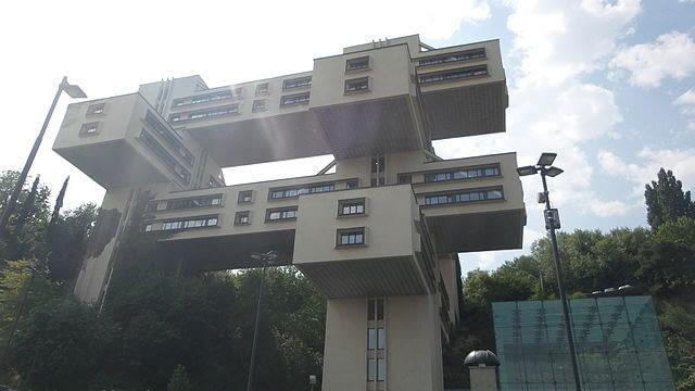 Budynek znajduje się w Tbilisi