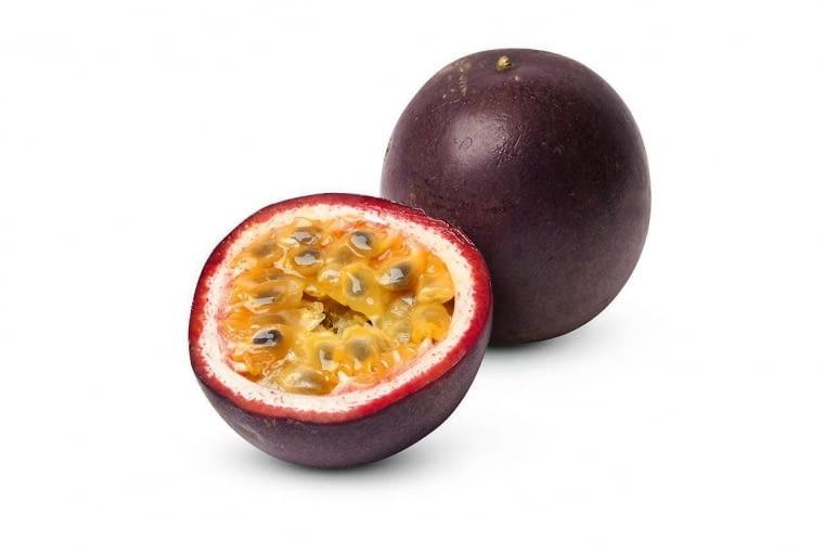 MĘCZENNICA PURPUROWA ma prążkowany przykoronek i purpurowe lub żółte owoce z nasionami w soczystym miąższu.
