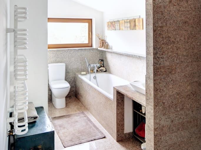 Łazienka dla dzieci na ostatniej kondygnacji domu