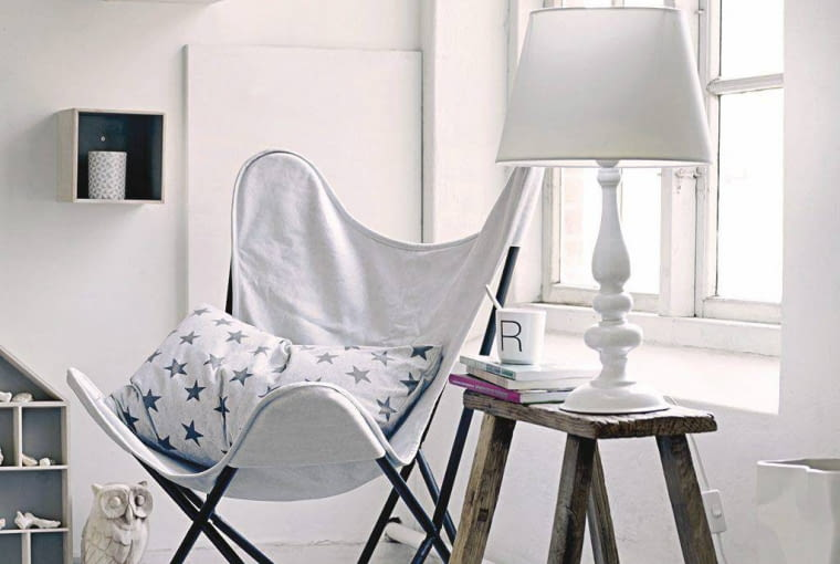 Fotel Nordal, f-design.pl, 860 zł; Półki agamartin.pl. 549 zł/3 szt.