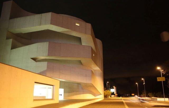Budynek Fundacji Ibere Camargo w Brazylii
