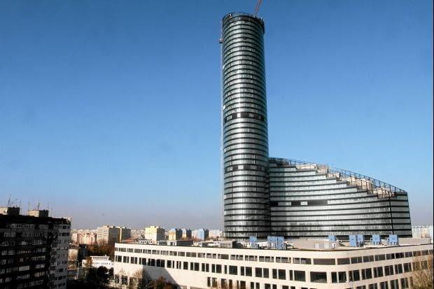 Sky Tower we Wrocławiu. Najwyższy budynek na Śląsku i jeden z najwyższych w Polsce. Pytanie tylko, czy poza wysokością, ten obiekt ma jakiekolwiek inne walory?