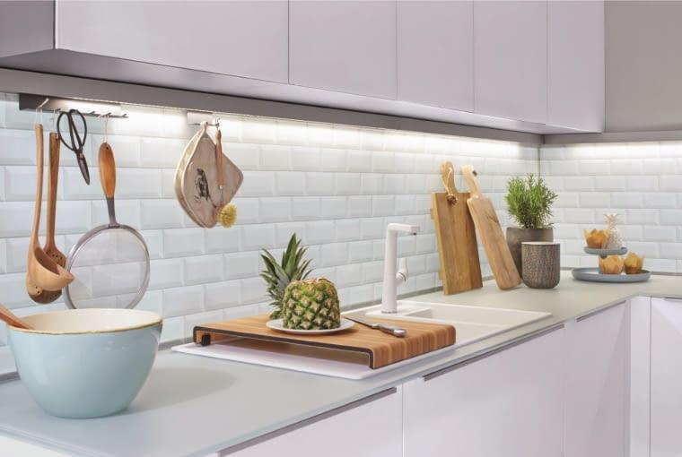 aranzacja kuchni, sciana nad blatem roboczym, kuchnia, projektowanie wnetrz, plytki w kuchni