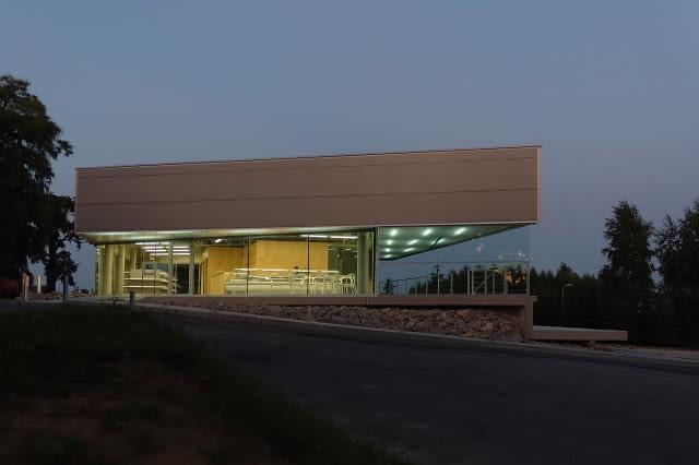 Pawilon stacji paliw w Sierczy koło Wieliczki, proj. Group_A Architects