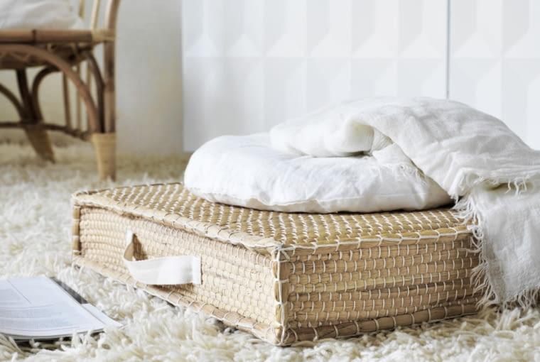 Wiklinowe dodatki. Na zdjęciu: poduszka podłogowa, IKEA