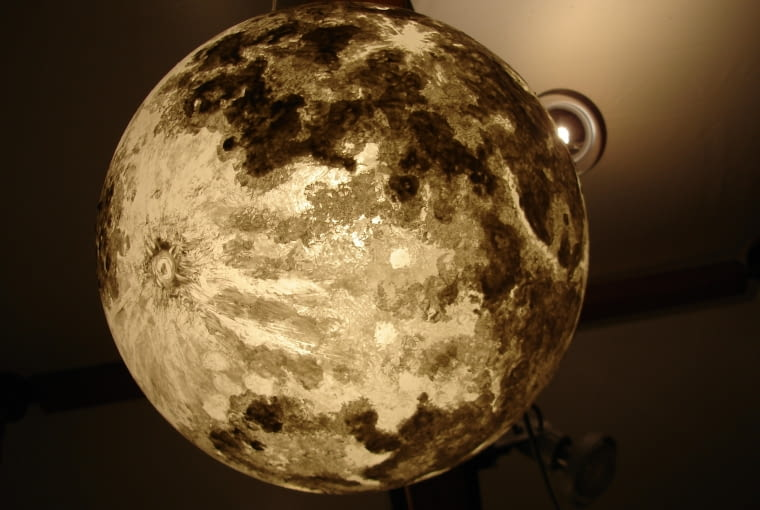 Kosmiczne planety podbijają internet. Możesz mieć księżyc w pełni każdej nocy