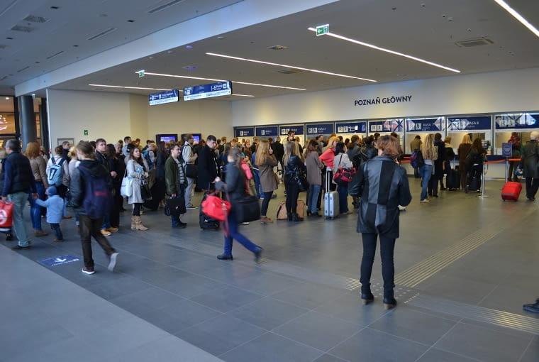 25.10.2013 Poznan , otwarcie galerii Poznan City Center , pierwszy dzien , galeria handlowa , pkp , zajezdnia autobusowa pks Fot. Tomasz Kaminski / Agencja Gazeta SLOWA KLUCZOWE: SAturn
