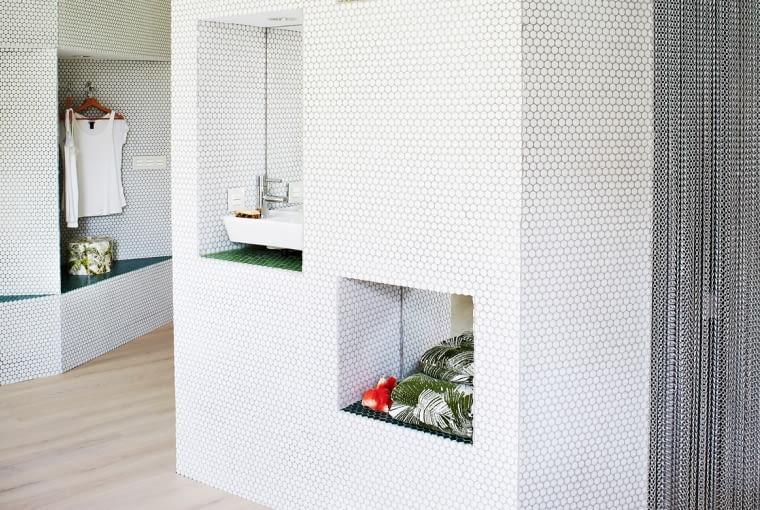 Mieszkanie udekorowane mozaiką.