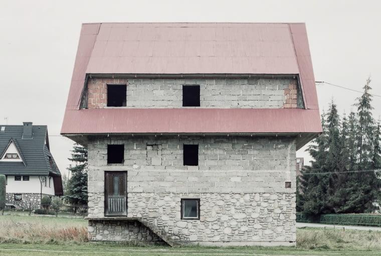 Opusczone domy górali na Podhalu. Emigracja zarobkowa do USA