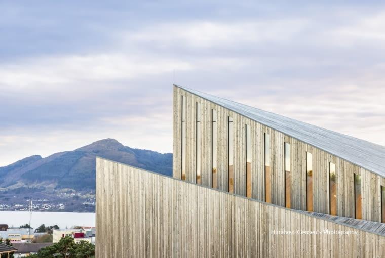 kWindow and cladding detail of Knarvik Church / Knarvik Kirke, Norway designed by Reiulf Ramstad Arkitekter.8BIM8BIMwww.hundven-clements.com8BIM)