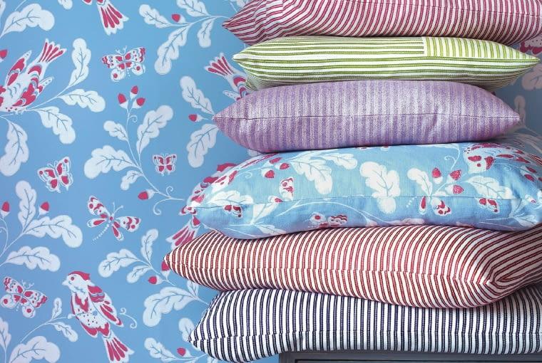 PRZEŁAM SIĘ! W twoim pokoju dominuje jeden wzór, np. paski? Dorzuć delikatny kwiatowy akcent. Jane Churchill