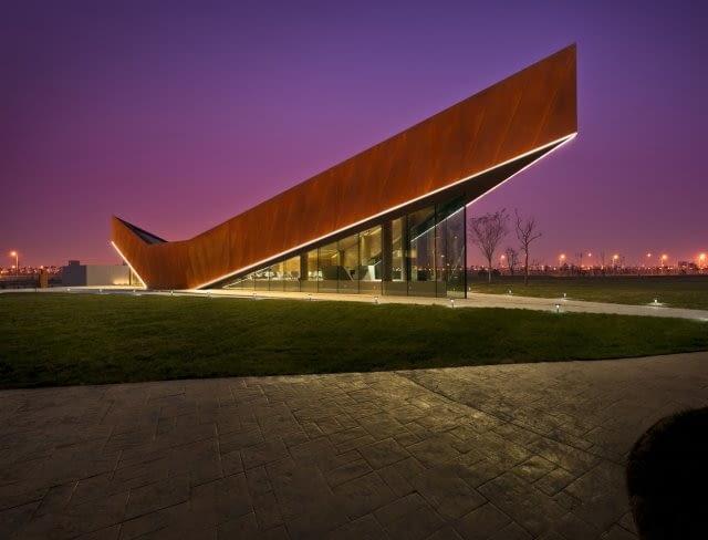 `V` - salon pokazowy firmy Vanke, Tianjin, proj. Ministry of Design, 2011