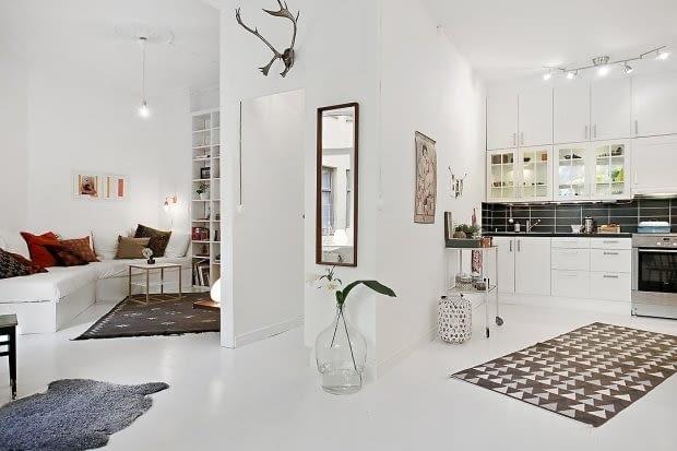 biel, białe mieszkanie, biały salon