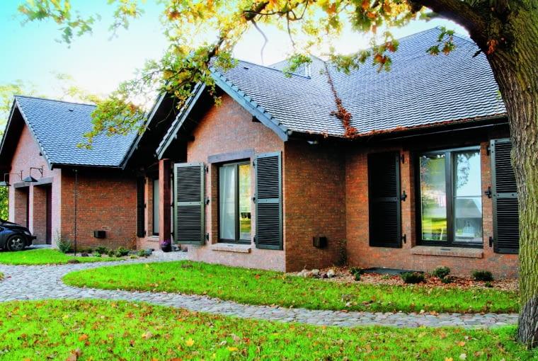 Klinkier do domów w tradycyjnym stylu FB Sepia GES/CRH KLINKIER cegła ręcznie formowana wymiary: 214 x 99 x 65 mm kolor: beżowo-brązowy z przepaleniami Cena: 240 zł/m2