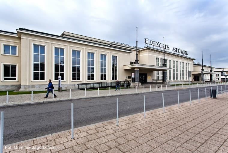 Dworzec kolejowy Gdynia Główna, Pl. Konstytucji 1