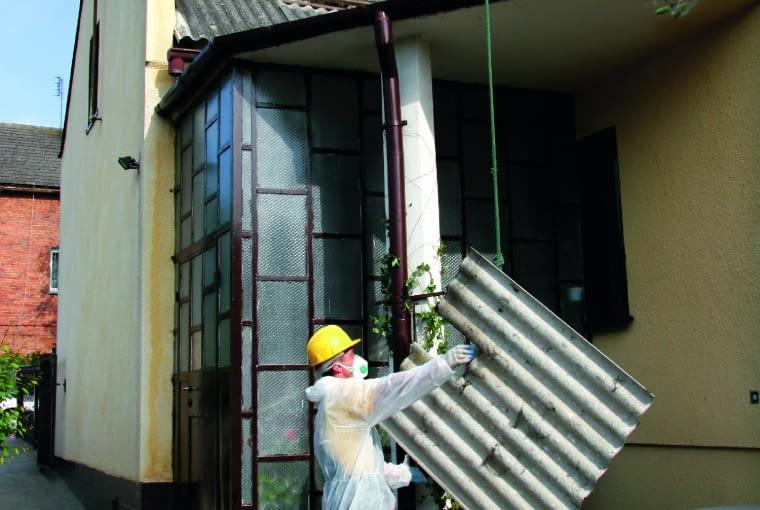 Wymiana azbestu na blachodachówkę