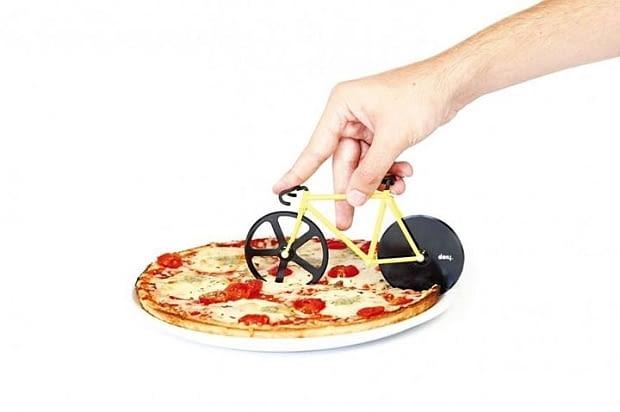 nóż do pizzy, gadżet kuchenny, zabawny gadżet do kuchni, nóż do krojenia pizzy