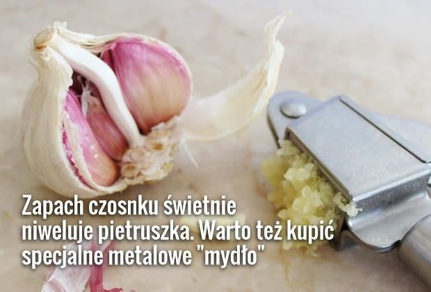 Wyciskarka do czosnku pomoże zminimalizować kontakt rąk z czosnkiem