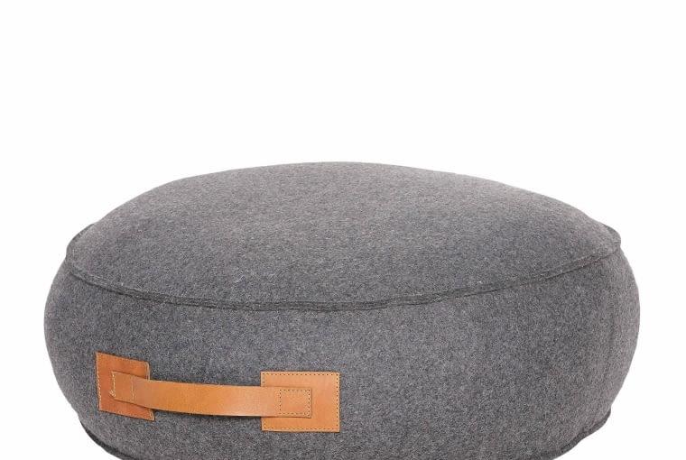 Puf Handle Round, śr. 58 cm, wys. 22 cm, wełna, sfmeble.pl, 1479 zł