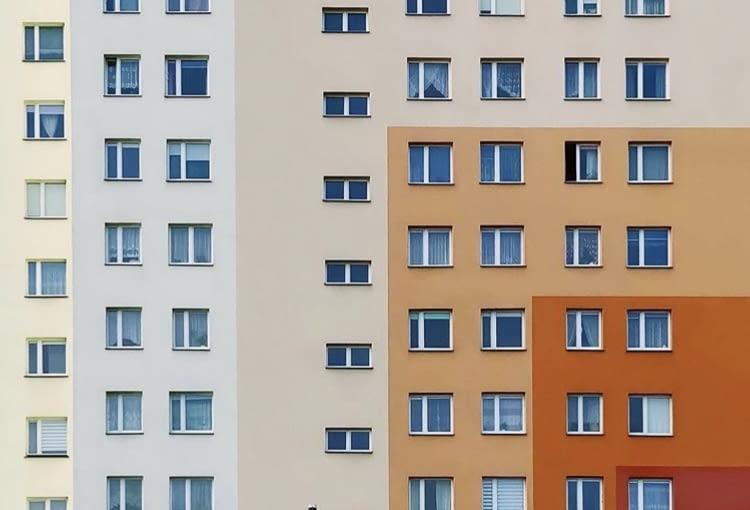 Kolorowe blokowiska w obiektywie Patryka Wikalińskiego