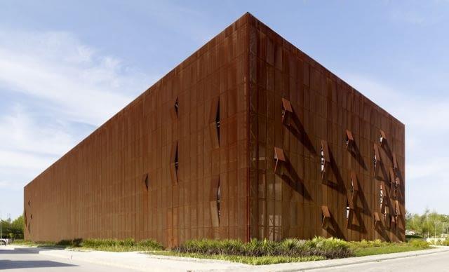 Centrum Kultury Raif Dinckok, Yalova, Turcja, 2010, proj. Emre Arolat Architects