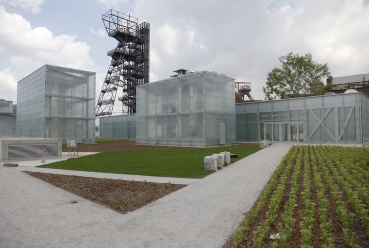 """Muzeum Śląskie, Katowice, Polska, Riegler Riewe Architekten, nominacja w kategorii budynki zrealizowane, kultura. Muzeum urządzone na terenie nieczynnej kopalni to symbol zmian, które mają miejsce w Katowicach i na Śląsku. Miasto i region stają się prężnymi ośrodkami, które stawiają już nie tylko na przemysł, ale także kulturę i dobrą architekturę. Więcej o budynku przeczytasz <a href=http://www.bryla.pl/bryla/1,85301,14433226,Muzeum_Slaskie_Gotowe__Niemal_cale_pod_ziemia.html><span style=""""color: #c0c0c0;"""">TUTAJ</span></a>"""