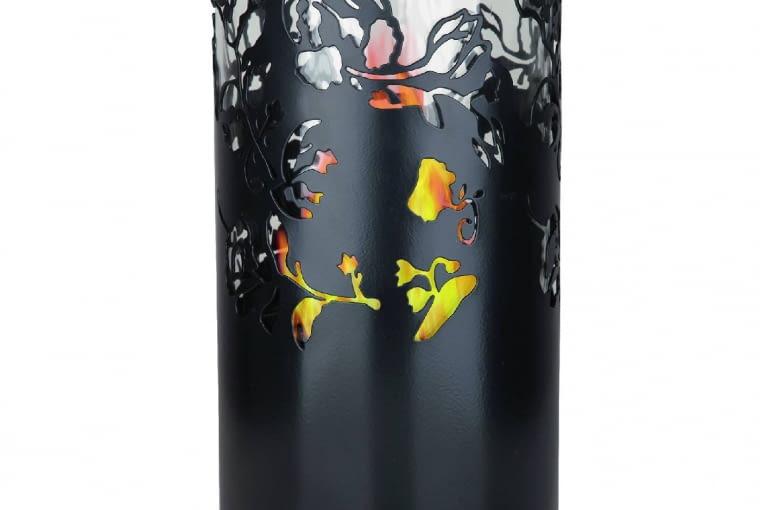 Efektowny biokominek z malowanej blachy, wys. 29 cm, śr. 16,5 cm, ok. 190 zł, Leroy Merlin.