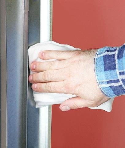 Prowadnice bram segmentowych i rolowanych warto regularnie czyścić