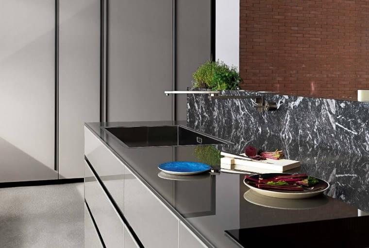 Elegancja w kuchni. Kontrastowe zestawienia materiałów o różnych powierzchniach, motywach i barwach. Kolekcja Artematica, Valcucine.
