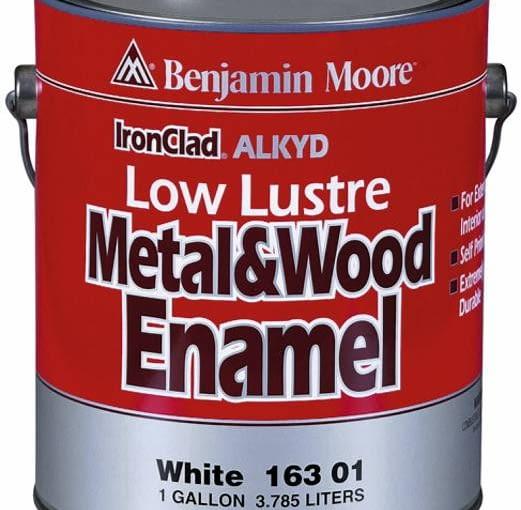 Farba do drewna. Iron Clad Alkyd Metal & Wood Enamel to doskonale kryjąca rozpuszczalnikowa emalia dekoracyjna i grunt w jednym. Cena: 101 zł/1 l