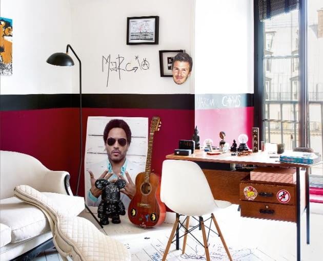 W pokoju nastoletniej córki futbol miesza się z rockiem, a anonimowy vintage z markowym designem. Przy 50-letnim biurku z pchlego targu krzesło Eamesów, na ścianach graffiti, plakat Lenny`ego Kravitza i wizerunek Becksa. Dębowa podłoga pomalowana na biało, tworzy kolejną płaszczyznę dla młodzieńczej ekspresji.