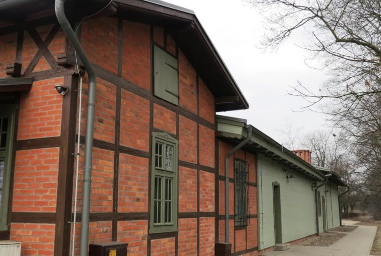Dworzec kolejowy w Puszczykówku