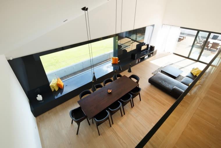 Minimalistyczne wnętrze domu w Krotoszowicach, projekt RS+ Architekci