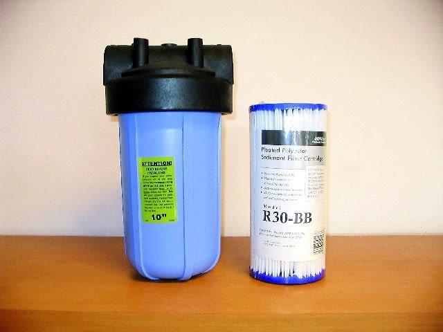 Korpus filtra, w którym można zastosować różne wkłady mechaniczne i węglowe. Mogą być montowane pojedynczo lub szeregowo