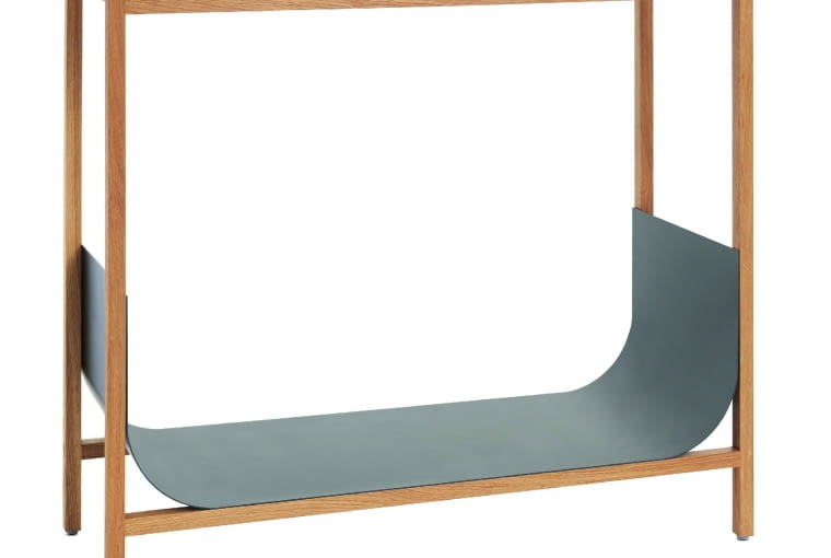 """Tub Niewielka konsola z dębowego drewna, z fantazyjnie wywiniętą dolną półką ze stali. Idealny mebel """"pod lustro"""". Dostępny również w głębokiej czerni. Wzór, Schönbuch"""