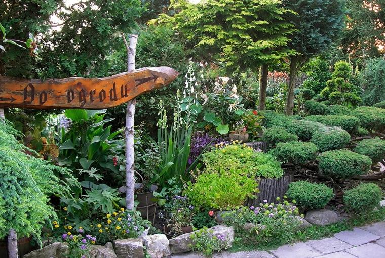 Mój mąż marek sam projektuje i wykonuje elementy małej ogrodowej architektury.