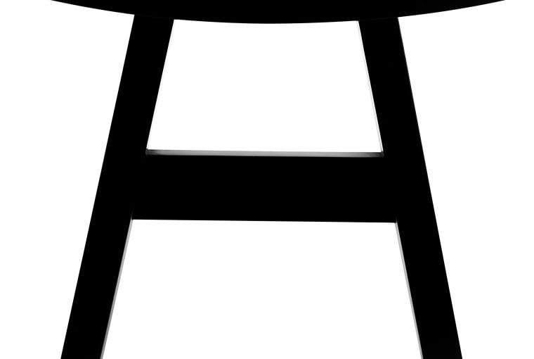 Czarne przedmioty w promocji w BoConcept na Black Friday