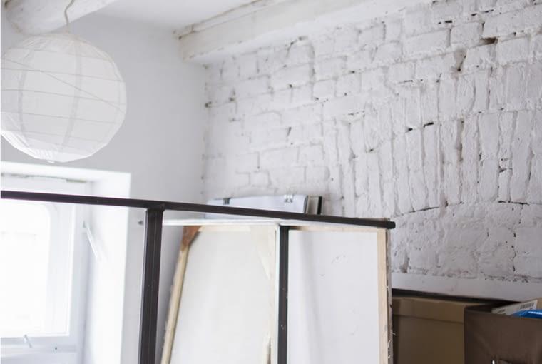 kawalerka w Łodzi, styl loftowy, małe mieszkanie z antresolą